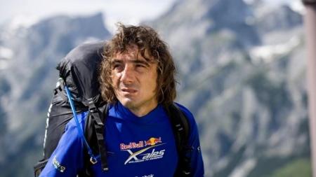 Record mondial de distanță înregistrat de un parapantist român