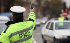 Un polițist a fost accidentat de mașina pe care a încercat să o oprească. Șoferul consumase alcool