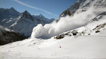 Risc de avalanșe de gradul 4 în Munții Rodnei