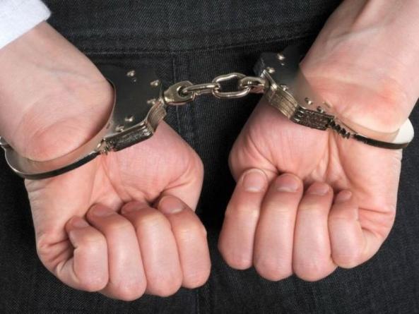 Privați de libertate pentru contrabandă și ultraj