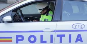 A încercat să se ascundă de polițiști, deoarece conducea fără permis și cu ITP-ul expirat