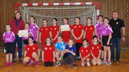 Cele mai mici handbaliste și-au disputat titlul de campioane județene la minihandbal