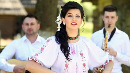 Pentru tânăra interpretă Crina Barani,  muzica este un leac pentru  suflet (GALERIE FOTO)