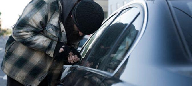 Neglijența unor șoferi le dă apă la moară hoților