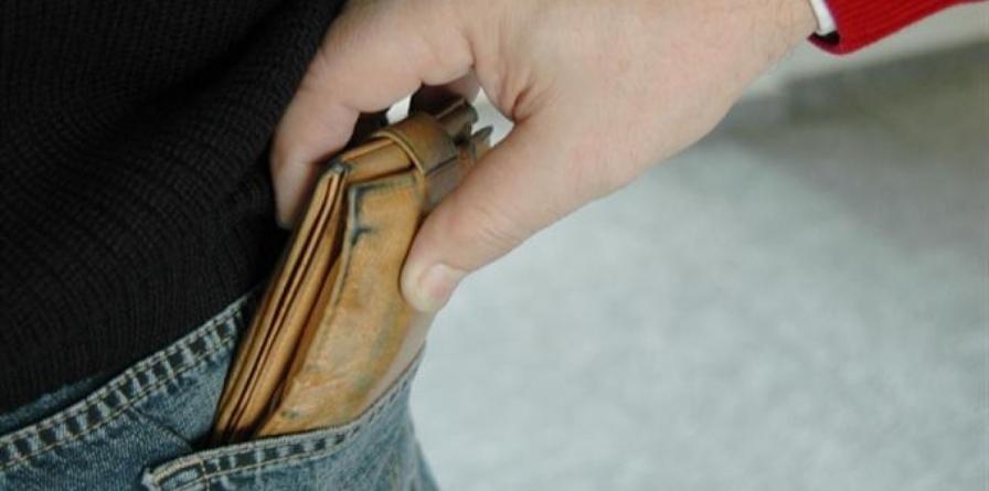 """Un fals doctor i-a """"masat"""" portofelul unui bătrân, lăsându-l fără pensie"""