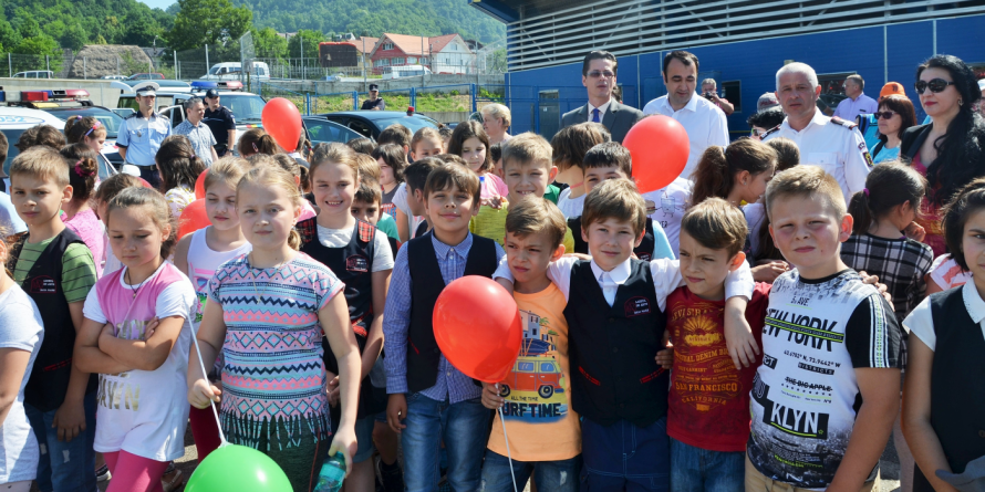Copiii din Baia Mare au stins zeci de incendii