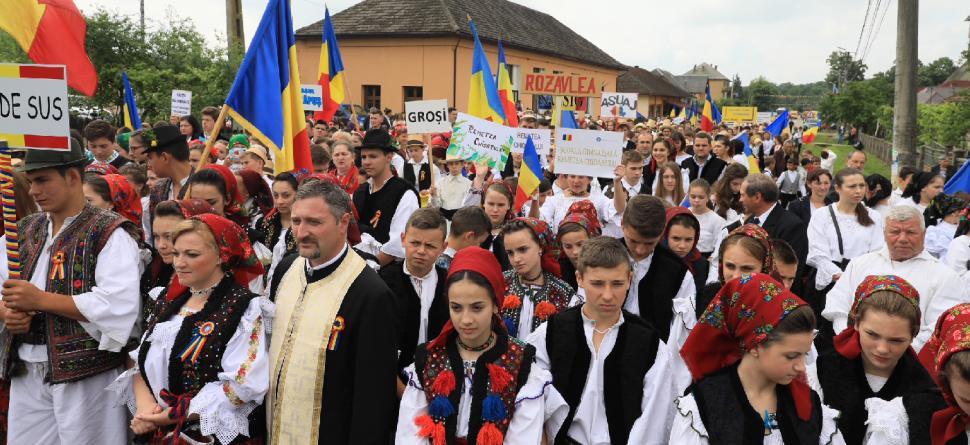 1228 de tineri maramureşeni în Marea Adunare Națională de la Băsești  (GALERIE FOTO)