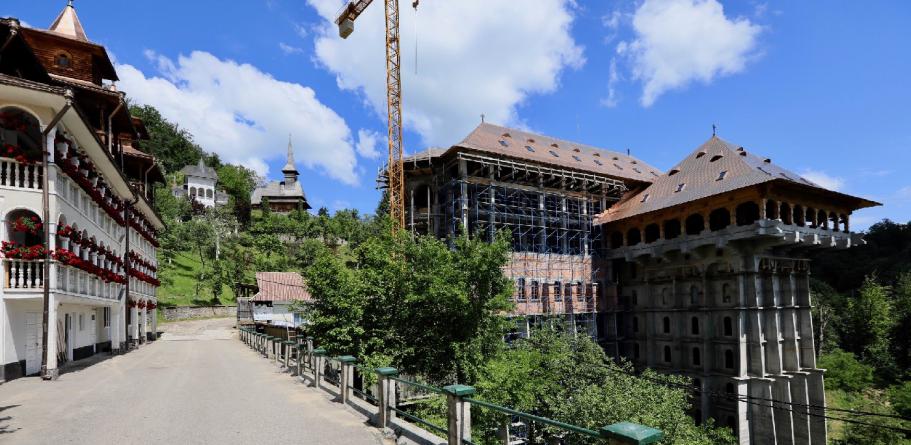 Unde se va amplasa noua poartă din zid a Mănăstirii Rohia (GALERIE FOTO)