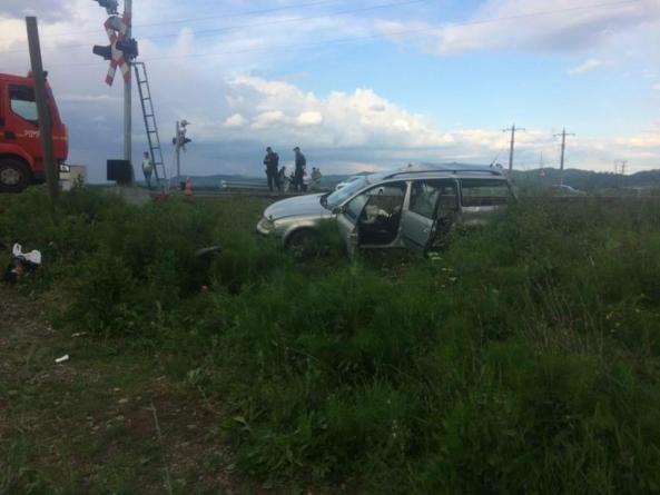Cumplit: patru tinere din Maramureș au murit după ce mașina în care se aflau a fost lovită de tren