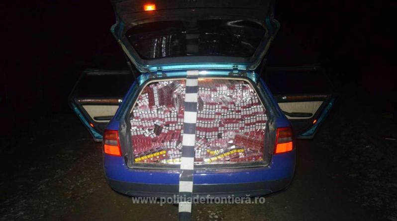 Scene de fim la graniță: polițiști atacați,  focuri trase în aer și în pneurile mașinilor (GALERIE FOTO)