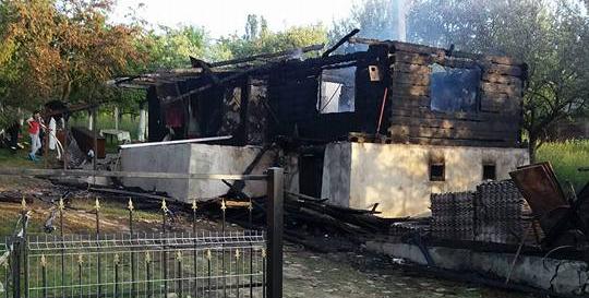 Solidaritate cu oamenii cărora le-a ars casa, rămânând doar cu hainele de pe ei