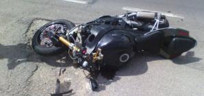Motocicliști răniți în două accidente