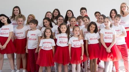 """Cântăreți și dansatori băimăreni în turneu cu spectacolul """"Like in Movies"""""""