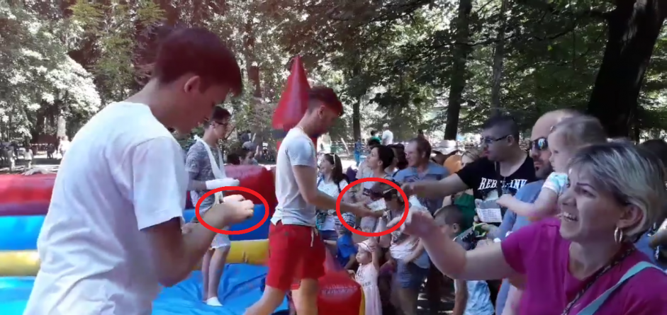 CIUDĂȚENIE. De ce s-au încasat bani pentru accesul copiilor la toboganul gonflabil?  (GALERIE FOTO)