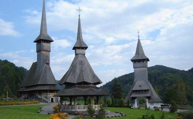 Bisericile de lemn din Maramureș, vizitate în special de turiști români