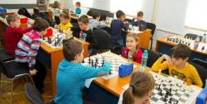 Elevii scutiţi de efort la orele de educaţie fizică vor face şah