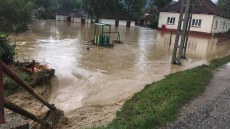 Bani pentru reabilitarea infrastructurii distruse de inundații
