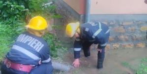 Curți inundate în Buciumi și Târgu Lăpuș