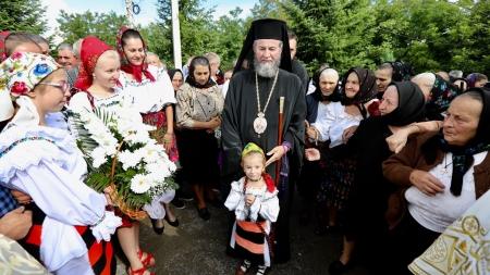 O mulțime de credincioși la hramul Mănăstirii Dragomirești (GALERIE FOTO)
