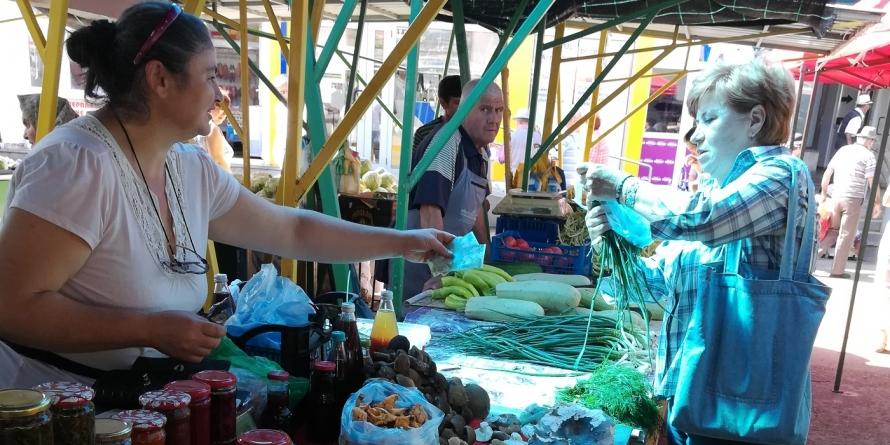 De-un sfert de veac stau în piaţa băimăreană și nu și-au găsit timp de un concediu