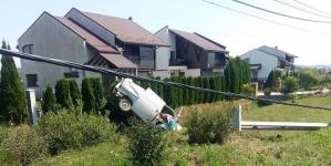 Mașină ieșită în decor