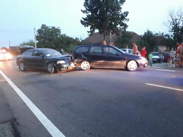 Două mașini avariate în urma unui accident în Ilba