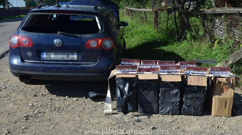 Peste 14.000 de pachete cu țigări de contrabandă găsite într-o singură zi