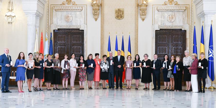 Un liceu fondat la inițiativa unui băimărean a fost decorat de președintele țării