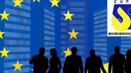 Mii de români au plecat la muncă în străinătate în primul semestru