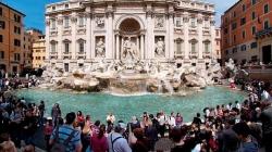 Niște turiști și-au împărțit pumni pentru cel mai bun loc de selfie