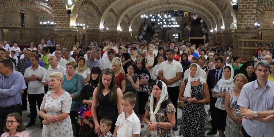 """Îndemn episcopal: """"Să trăim astfel ca să nu-L pierdem pe Dumnezeu"""" (GALERIE FOTO)"""