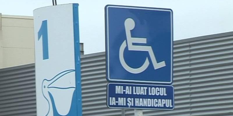 Au crescut de 5 ori amenzile pentru folosirea abuzivă a locurilor de parcare destinate persoanelor cu handicap