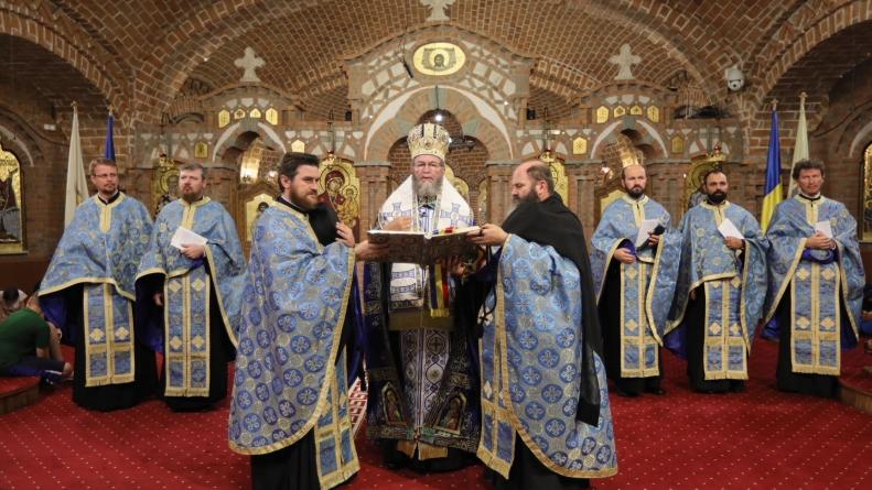 La ce mănăstriri slujesc ierarhii de Adormirea Maicii Domnului