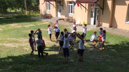 Polițiști și jandarmi în tabăra copiilor