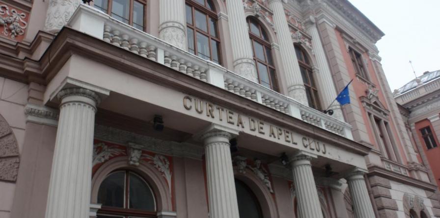 Pentru luare de mită, un medic primar și o asistentă din Maramureș au primit la Cluj condamnări cu suspendare