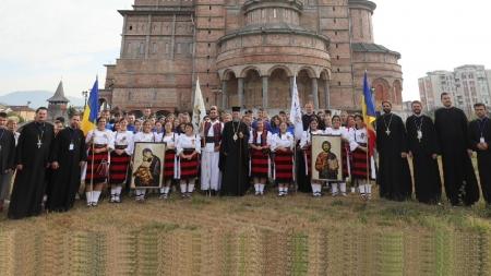 85 de tineri din episcopia noastră au plecat la  Întâlnirea Internațională a Tinerilor Ortodocşi de la Sibiu
