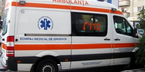 A treia deblocare a unei uși de locuință din weekend: un bolnav a fost transportat de urgență la spital