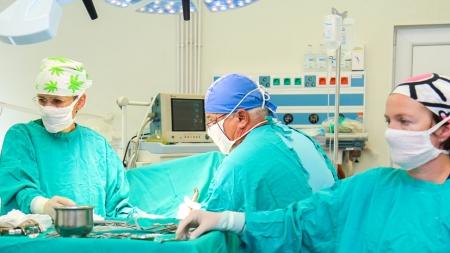 O medie de aproape 1200 de operații pe lună la Spitalul Județean