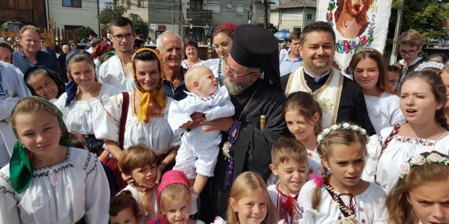3000 de credincioși la hramul bisericii din Rozavlea (GALERIE FOTO)