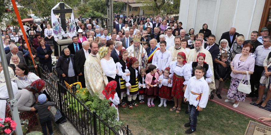 Biserica veche de 122 de ani din Măgureni a fost târnosită și a mai primit un hram (GALERIE FOTO)