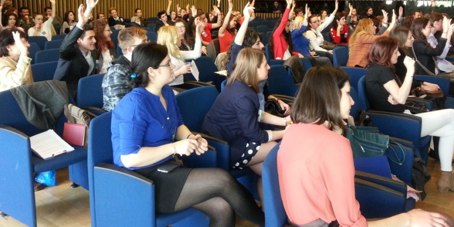 60 de maramureșeni – activi în Parlamentul Tinerilor