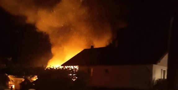 Trei locuințe și un autobuz au luat foc în ultimele 24 de ore
