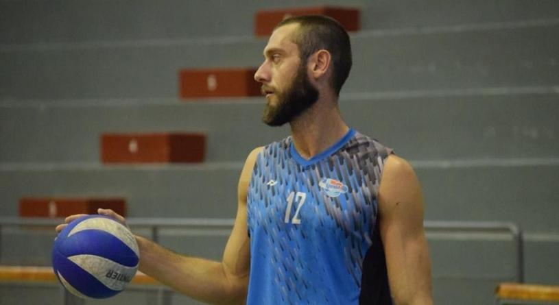 Cu două zile înainte de începerea campionatului, Știința Explorări a transferat un argentinian