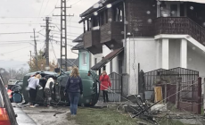 Șoferul băut a ajuns în șanț, șoferița fără permis – într-un stâlp