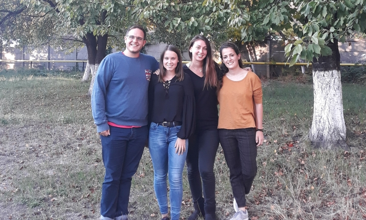 Voluntari din străinătate la lucru cu copii și tineri din Maramureș