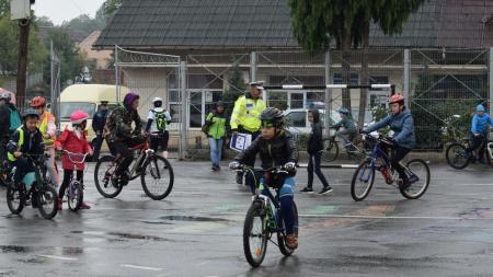 Copiii din Baia Sprie au optat pentru călătoria cu bicicleta (GALERIE FOTO)