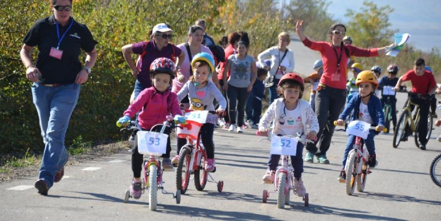 Unul dintre câștigătorii Cupei Junior la ciclism și-a donat bicicleta primită ca premiu (GALERIE FOTO)