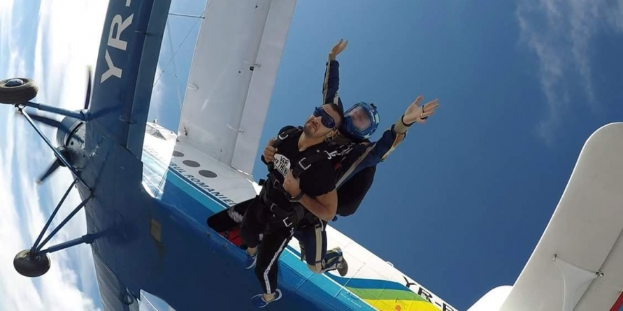 Salturi cu parașuta în tandem
