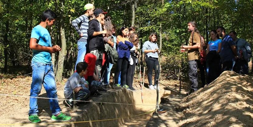 La Oarța de Sus, lecție de istorie predată pe un șantier arheologic (GALERIE FOTO)
