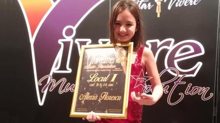 Mica artistă care și-a făcut singură cadouri de ziua ei: vreo trei premii întâi